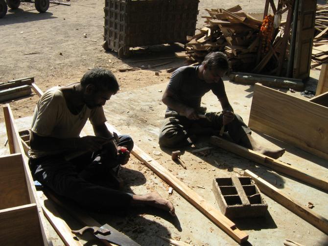 ręcznie robione meble kolonialne