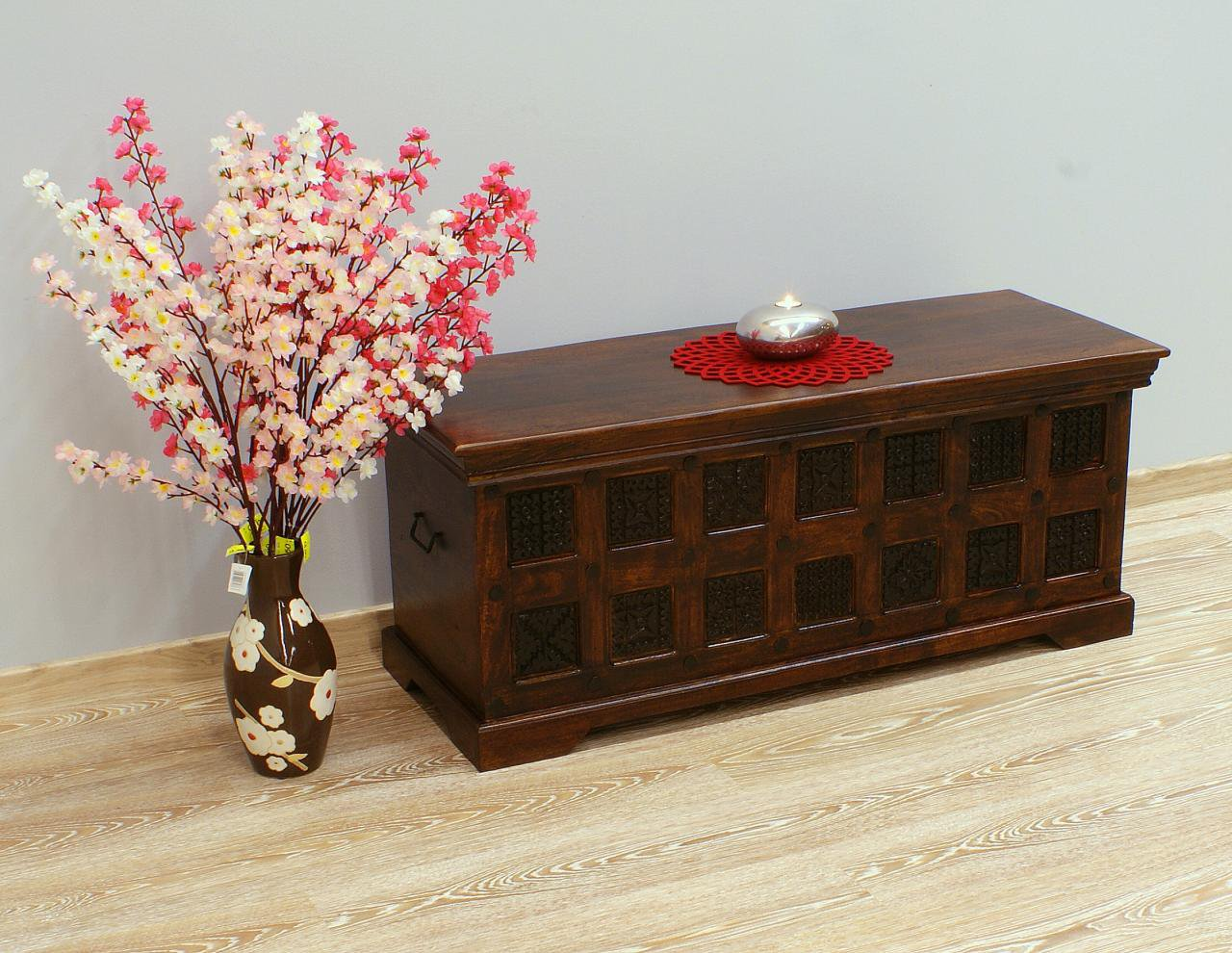 Kufer kolonialny lite drewno akacja indyjska ręcznie rzeźbiony masywny