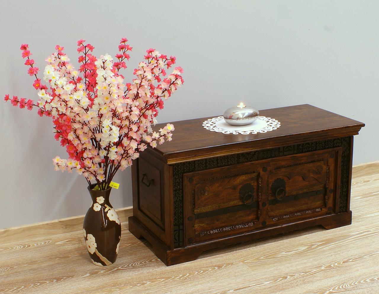 Kufer kolonialny lite drewno akacja indyjska ręcznie rzeźbiony z ornamentem