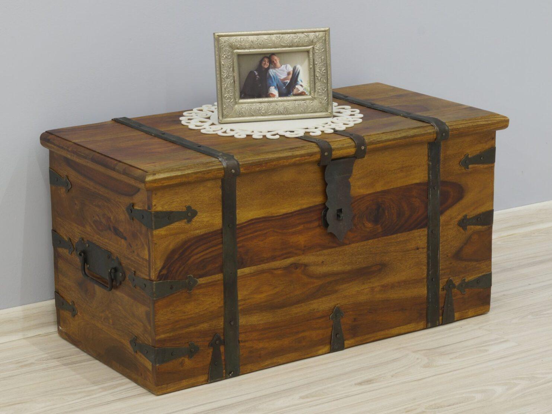 Kufer kolonialny lite drewno palisander indyjski metalowe okucia jasny brąz wyraziste słoje