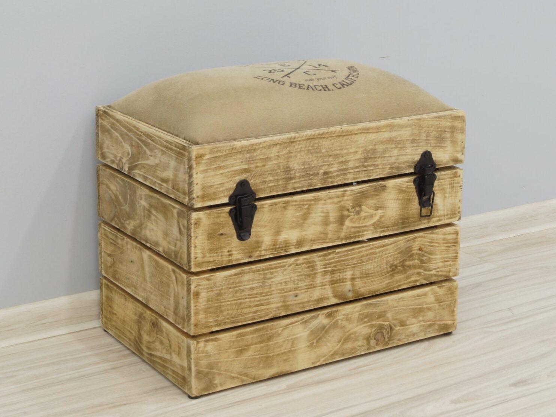 Pufa skrzynia tapicerowane siedzisko lite drewno mango metalowe zamknięcia styl Loft