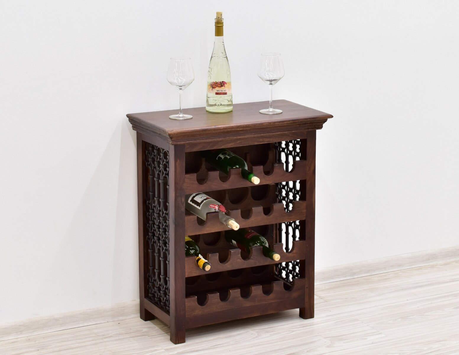stojak-na-wino-kolonialny-lite-drewno-palisander-indyjski-z-metaloplastyka-ciemny-braz-pojemny