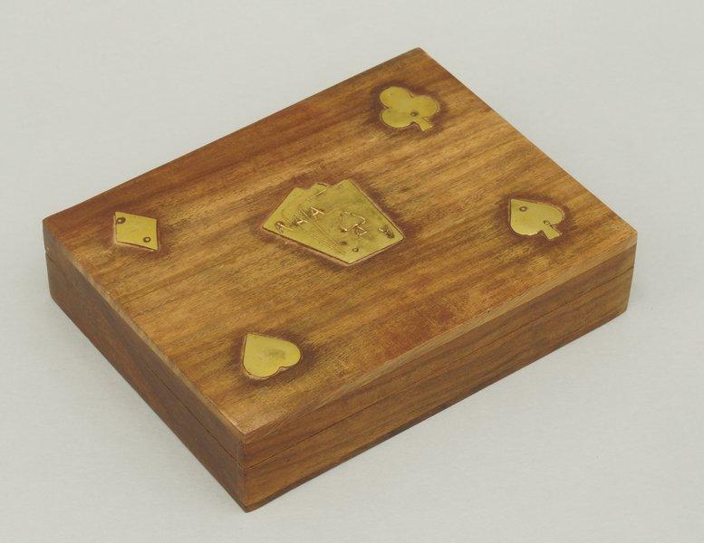 Pudełko na talie kart drewniane zdobione mosiadzem