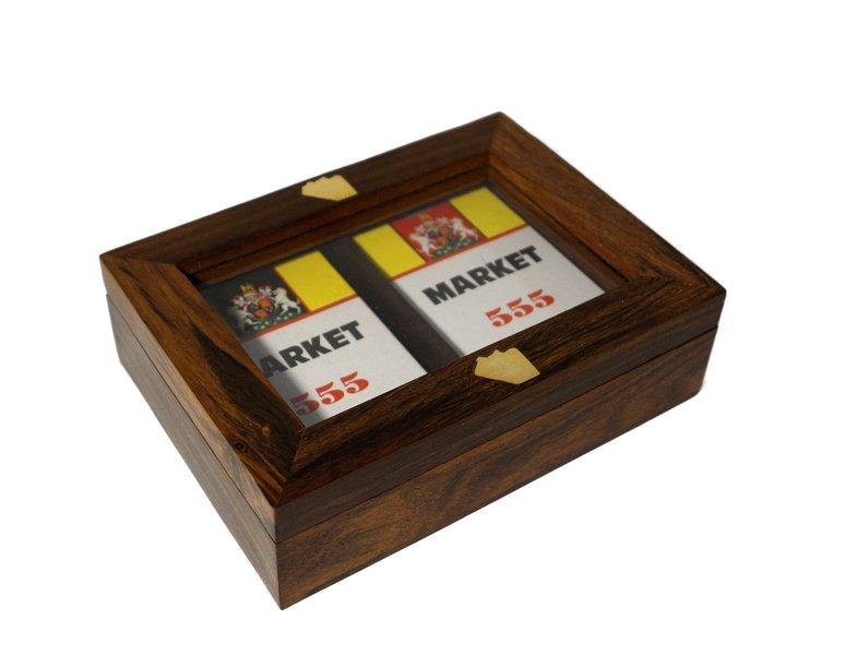 Pudelko z dwiema taliami kart drewniane zdobione mosiadzem