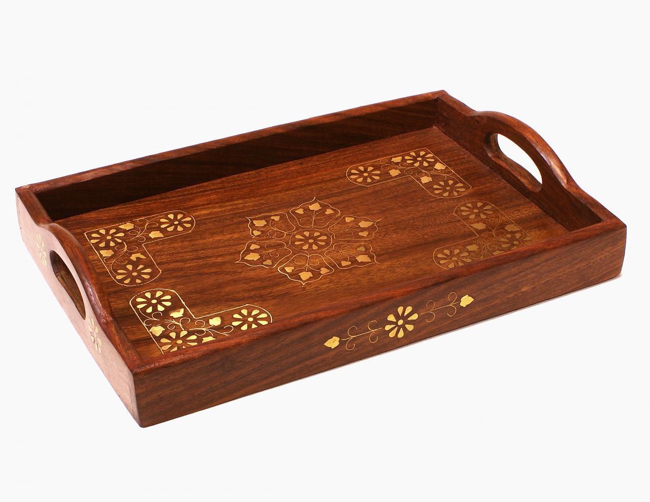 Taca do serwowania drewniana zdobiona mosiądzem
