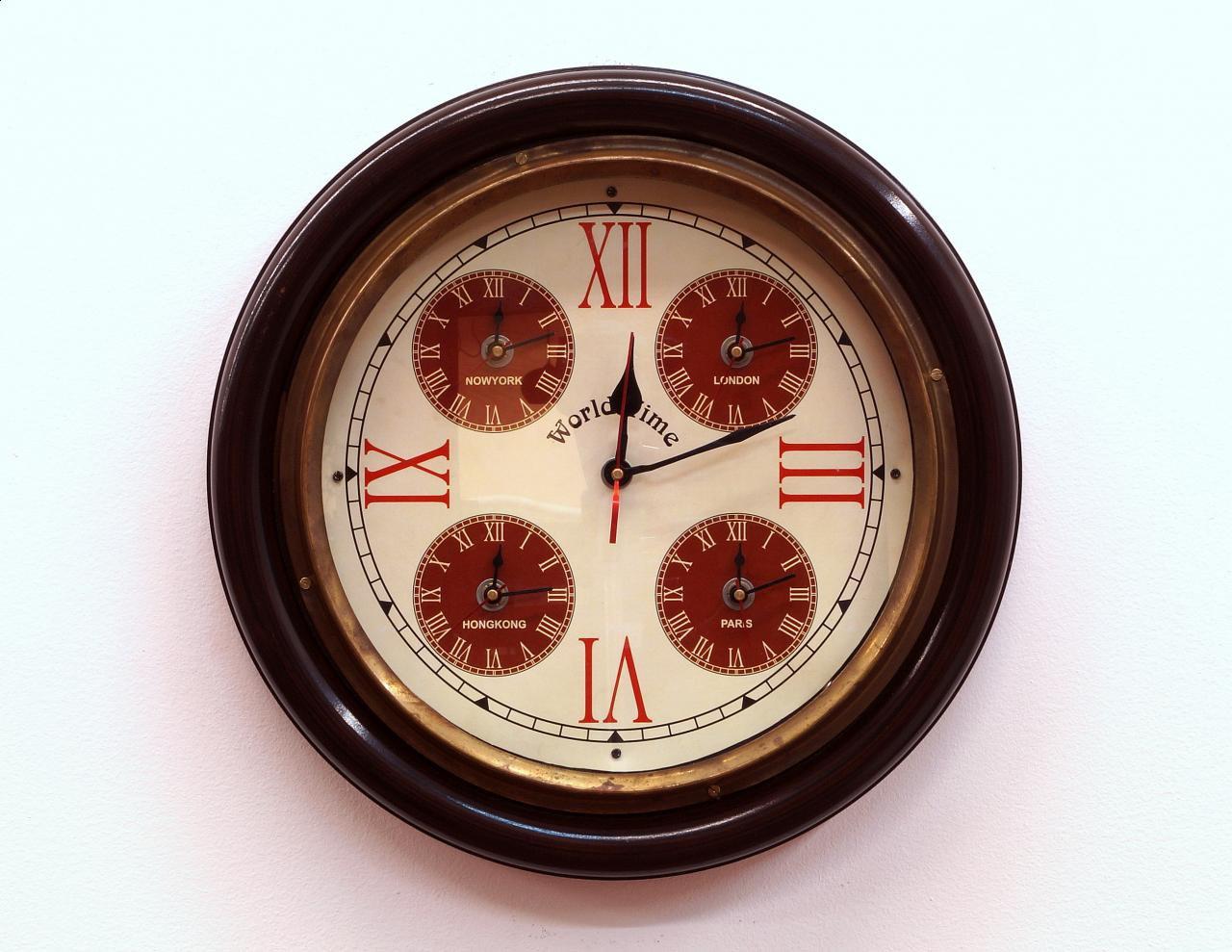 Zegar ścienny okrągły drewniana rama dodatkowo 4 strefy czasowe