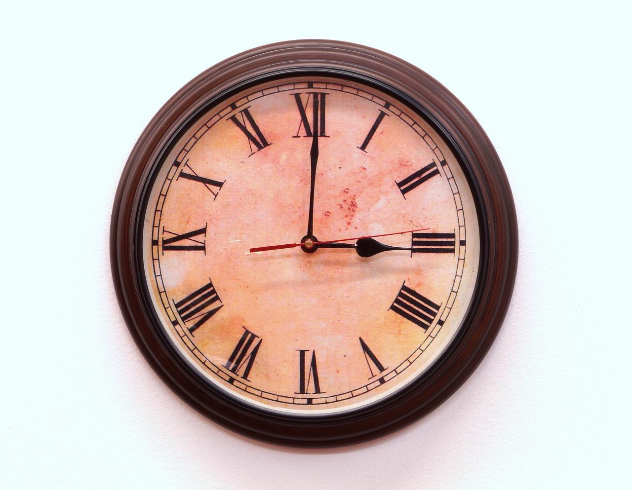 Zegar ścienny okrągły drewniana rama rzymskie cyfry