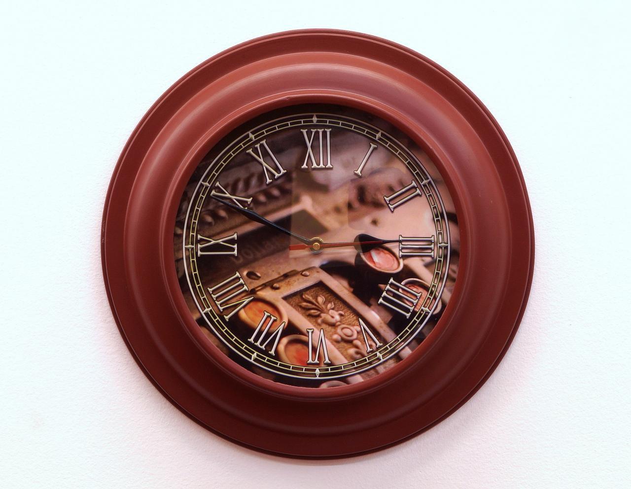 Zegar ścienny okrągły metalowa rama ozdobny cyferblat rzymskie cyfry